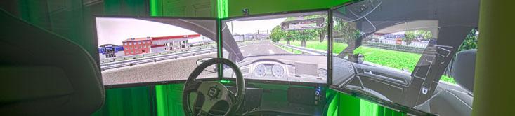 Fahrsimulator mit 3 Bildschirmen
